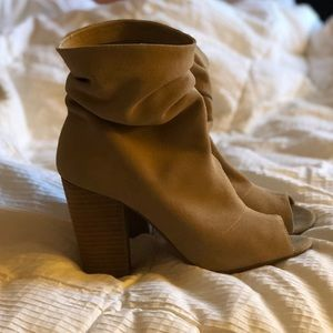 Like new! Nine West suede peep toe booties